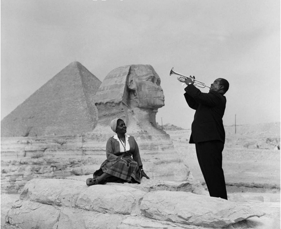 Louis Armstrong playing for his wife in Giza, 1961