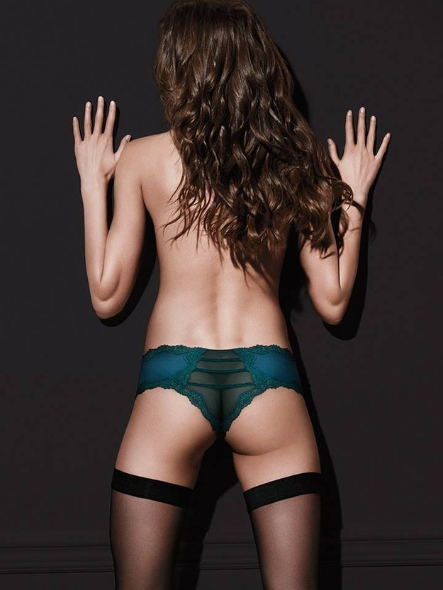 This Victoria's Secret model, whose butt might be broken